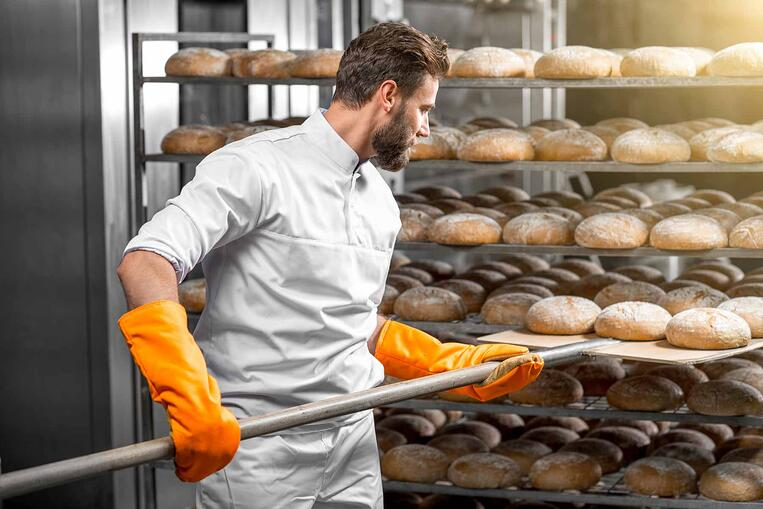 Predicting demand for fresh bread in supermarkets by applying artificial intelligence